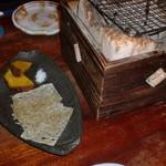 青木鮮魚店 - この日のお通しは、安納芋とたたみいわし