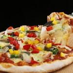 ワールドビュッフェ - 自慢の生地から作るもっちもちピザは、本格釜焼きです!是非ご賞味ください。