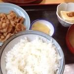 ともゑ食堂 - ホルモン定食