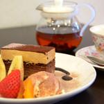 カフェサンドキッチン - フローズンショコラケーキセット 680円