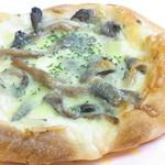 ととパン - キノコとホワイトソースのピザ¥150 ナポリタイプw☆♪