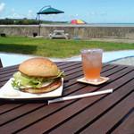 海辺のCafeかぬたん - 料理写真:まぎ~バーガー ご当地ハンバーガー自家製パンに島豆腐のパテ