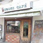 イエローナイフ - 隣のカフェとは店内で繋がっています