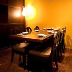 チャイナムーン - 窓側テーブル席