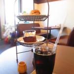 お茶とおやつ 和茶 - アフタヌーン・ティーシェルフ¥650&水出しコーヒー¥500 (消費税8%込)