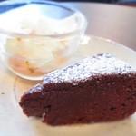 お茶とおやつ 和茶 - 桜のパンナコッタ&ガトーショコラ