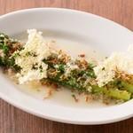 ラ ココリコ - 旬のアスパラガスの冷製。爽やかなドレッシングとクリスピーなチーズで!