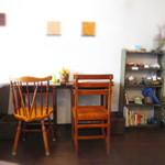 お茶とおやつ 和茶 - 学校の机席