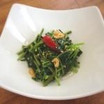 望陀餃子楼 - 料理写真:空芯菜の炒め物