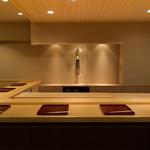 吉野鯗 - 大阪寿司の実演が楽しめます。