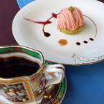 ろくさろん - ケーキセット。ブレンドと桜モンブラン