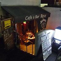 カフェ アンド バー・レーブ - 夏場は店前のテラス席でお寛ぎ頂けます。