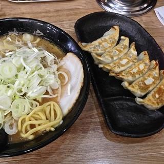らーめん せい家 三鷹店 - 餃子(¥180)