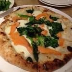 イルプレゴ - スモークサーモンとほうれん草のクリームPizza