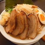 冨じお - 魚介豚骨ラーメン(無料大盛、カタメ、ニンニク、トッピング全部のせ)