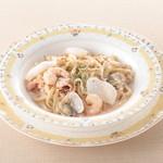 モッチモ パスタ - 料理写真:魚介たっぷりの明太子クリームソース 1100円