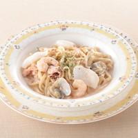 モッチモ パスタ - 魚介たっぷりの明太子クリームソース 1100円