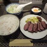 牛たん炭焼 利久 西口本店 - 牛タン「極み」定食1600円+とろろ100円