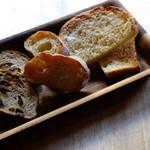 わかば堂 - 自家製パンの盛り合せ
