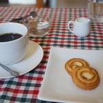 bar space - ホットコーヒーとクッキーが付いています