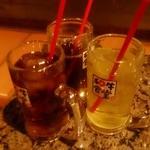 焼にく 和牛食堂 - ジョッキ ソフトドリンク(アイスウーロン茶、リンゴジュース)…各200円
