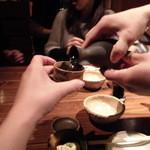 26096074 - 日本酒ついでもらって