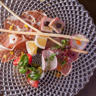 地元九州の食材やヨーロッパなど、世界中の食材を使用したお料理