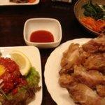 韓国家庭料理 ジャント - 左から、「ユッケ」「豚足」「ナムル」