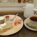 26100919 - 2皿目のいちごと豆腐のティラミス、ミルクプリン(フレッシュ苺ソース添え)、桜のシフォンケーキ