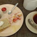26100956 - いちごと豆腐のティラミス、ミルクプリン(フレッシュ苺ソース添え)、桜のシフォンケーキ