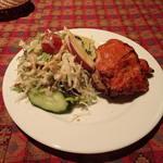 ヒマラヤンジャバ - セットのタンドリーチキンとサラダ