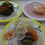 かっぱ寿司 - 海鮮うま辛和え、とろサーモン、サーモンロール