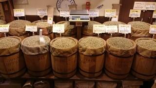 グラーノ - 様々な産地の豆を取り揃えている。