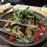 本格焼鳥 大名 へて - シャキシャキサラダ、細切り大根やタマネギスライスを使った歯ごたえのあるサラダです。   生玉葱が苦手な私はこそーっとスルーしました。