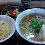 らーめん 川當 - 醤油ラーメンとミニチャーハン