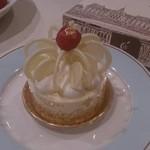 コカルド - レアチーズケーキ。美味しくなーい。見た目だけだ。実際は食べにくいし。