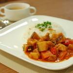 シェアリーカフェ - トマトチキンランチ850円(ランチタイムドリンクつき)