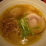 黄金の塩らぁ麺 Ayumi  - 塩味玉子らぁ麺