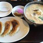 菜根香 - 鮭雑炊と大焼き餃子セット(秋限定ランチ)¥735