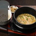 ボンボン亭 - カレーは本場タイスタイルのココナッツ風味