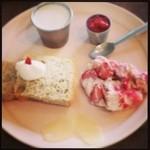 26178618 - 4月のデサートフルセット、二皿目。イチゴと桜でピンク尽くし!