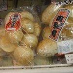 すがや - 210円割って食べる煎餅。テニスボールの大きさ