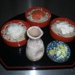 阿蘇の風 - もりそばを三つ二小分け、違った味で楽しんでください。