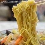 あづま - スタミナラーメン:麺