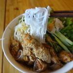 シクロ - 揚げ春巻きビーフンの麺は細めです