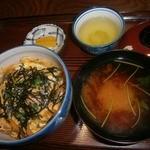 ひさ - 親子丼(赤だし付き:600円)