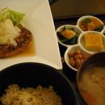 里山カフェ - 鶏ミンチと豆腐ハンバーグのランチ