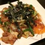 台湾創作キッチン RYU - ホルモン焼き。大振りの白モツがぷるんぷるんでタマラン!黄身を混ぜると甘酸っぱい餡がマイルドに変化する、2度美味しい品♪