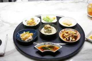 MASA'S KITCHEN 恵比寿 - 前菜盛り合わせ 器が変わってカッコいい!