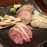 炭火焼鳥ひでちゃん - 鶏の刺し盛りハーフ(800円)